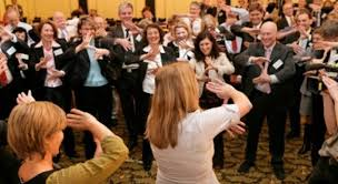 Yoga della Risata in azienda: benefici ed esperienze positive