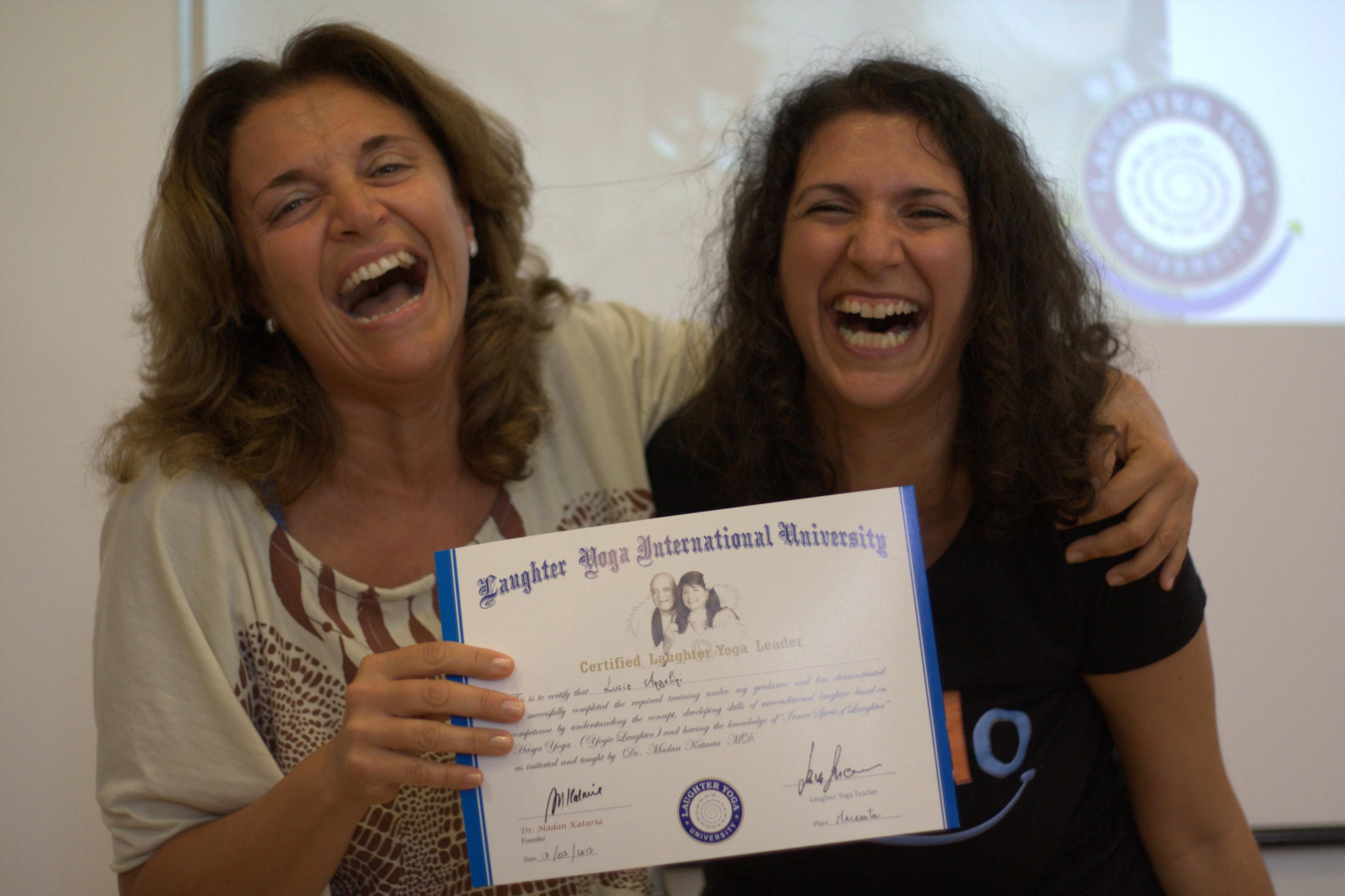 Ernia iatale, resflusso gastroesofageo e Yoga della Risata: niente più medicine grazie alla risata