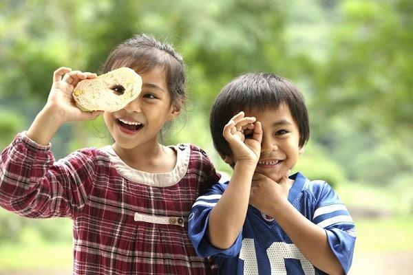 bambini-ridono